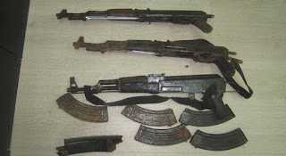 Αστυνομικοί εντόπισαν και κατάσχεσαν βαρύ οπλισμό, χειροβομβίδες, εκρηκτικές ύλες και πυρομαχικά, στην περιοχή του Μαυροματίου, κοντά στα Ελληνοαλβανικά σύνορα.