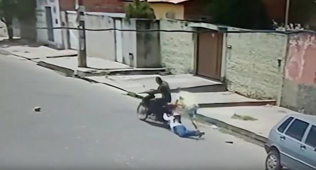 Mulher é arrastada durante assalto em Teresina