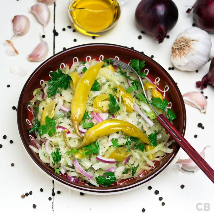 Recept: zo maak je zelf wittekoolsalade met Griekse pepers en tuinkruiden!