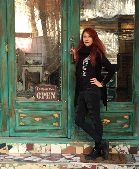 The Craft Of Raven: Ζωή Louper Ευσταθίου 5 Annie Sloan Greece