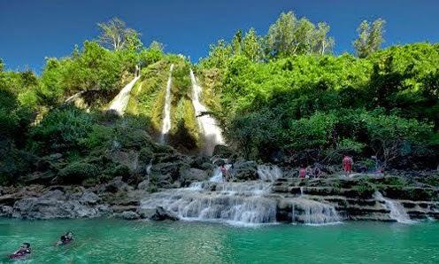 Terletak di antara ngarai sungai Oya yang dikelilingi areal persawahan yang hijau Eksotisme Air Terjun Sri Gethuk Gunungkidul