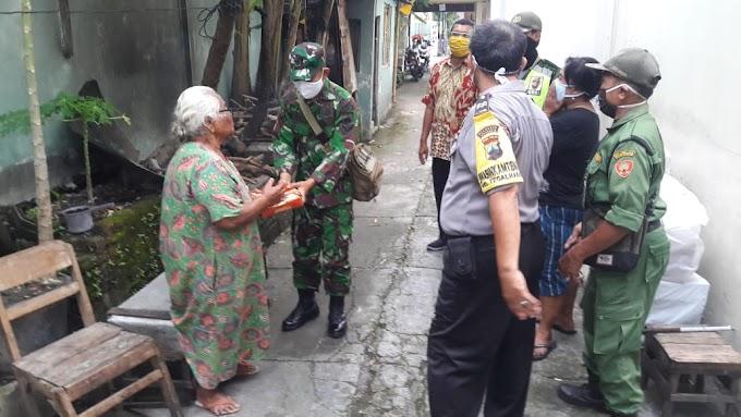 TNI-Polri Bantu Sembako dan Nasi Kotak ke Masyarakat Ditengah Pandemi COVID-19