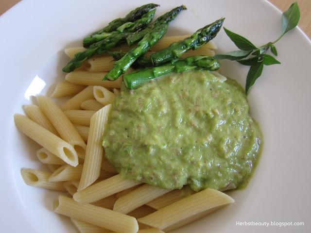 Grüner Spargel mit Pasta und Pancetta