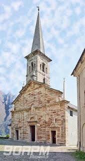 La foto ritrae la facciata della chiesa Parrocchiale di San Nicolao a Ornavasso.