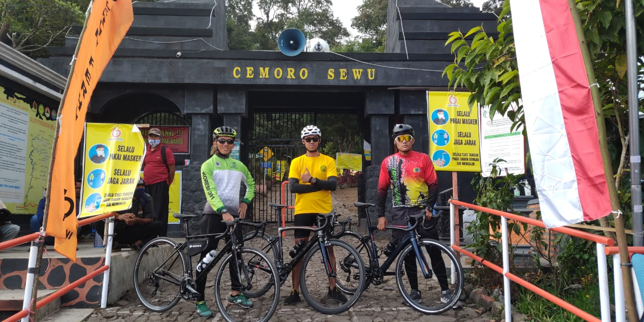 Tiga Cyclist Korem 081/DSJ Takhlukkan Medan Ekstrem Cemoro Sewu