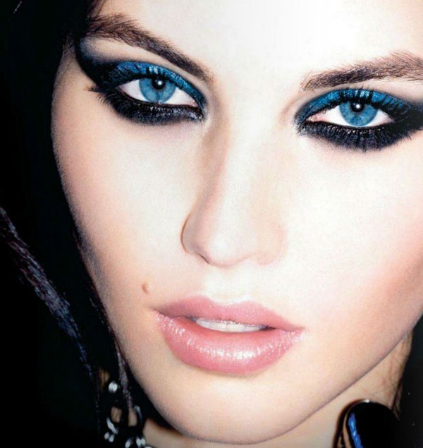 Blue Smoky Makeup For Blue Eyes