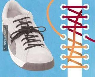Cara Memasang Tali Sepatu di Tengah