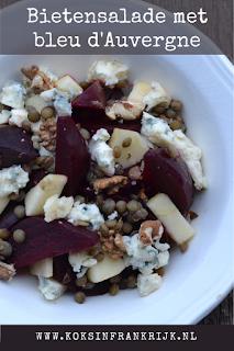 Heerlijke rode bietensalade met linzen, appel, honing, walnoten en bleu d'Auvergne