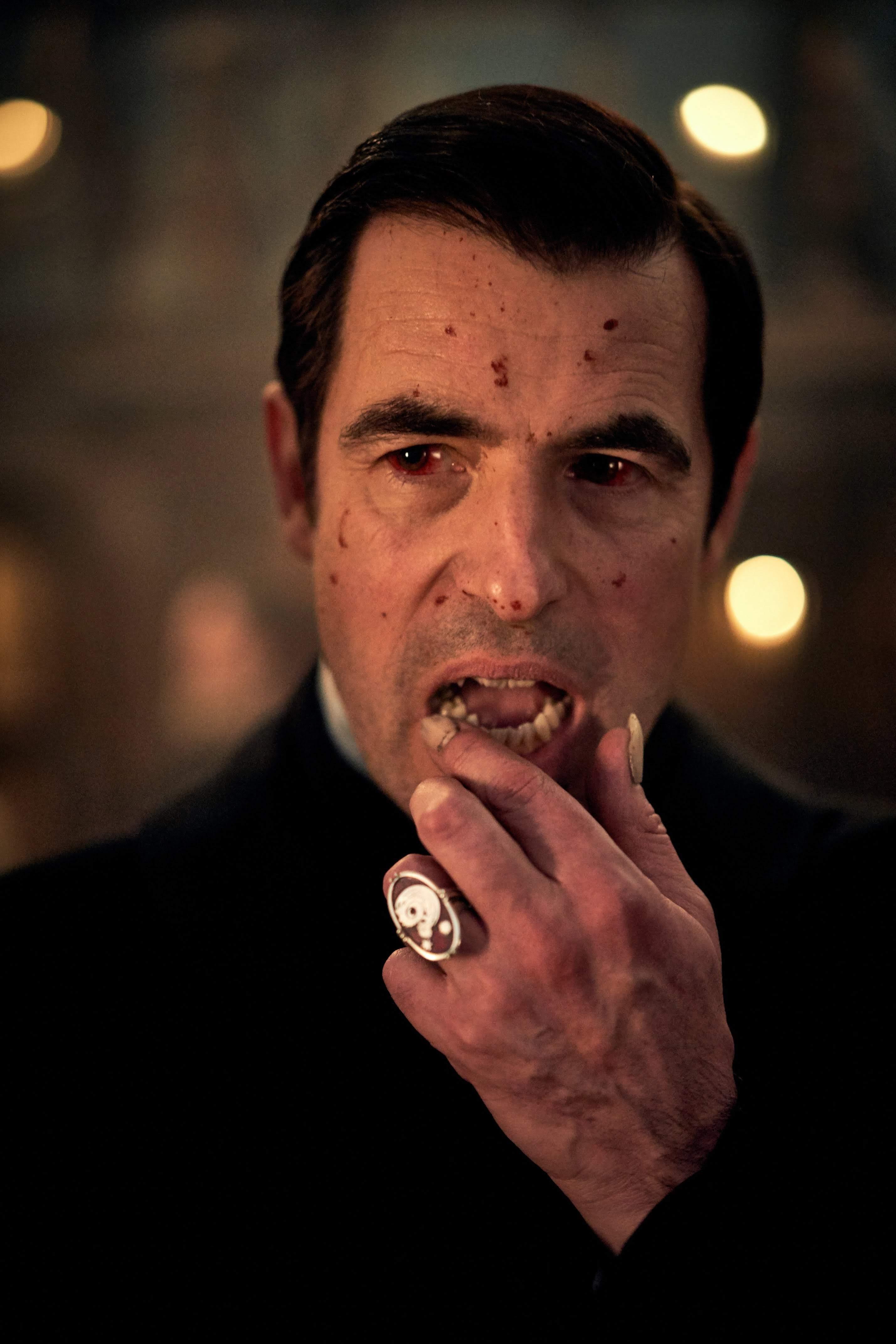 Dracula : 人気TVシリーズ「シャーロック」の仕掛け人たちが、故ブラム・ストーカーが世に送り出した吸血鬼を復活させた話題のミニ・シリーズ「ドラキュラ」の予告編を初公開 ! !