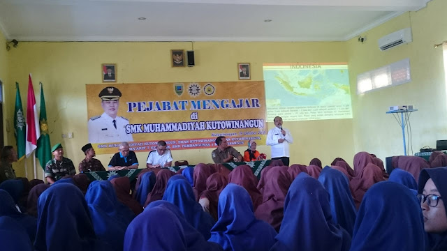 Pejabat Mengajar, Kepala Dinas Pendidikan Kabupaten Kebumen Mengajar di SMK  Muhammadiyah Kutowinangun