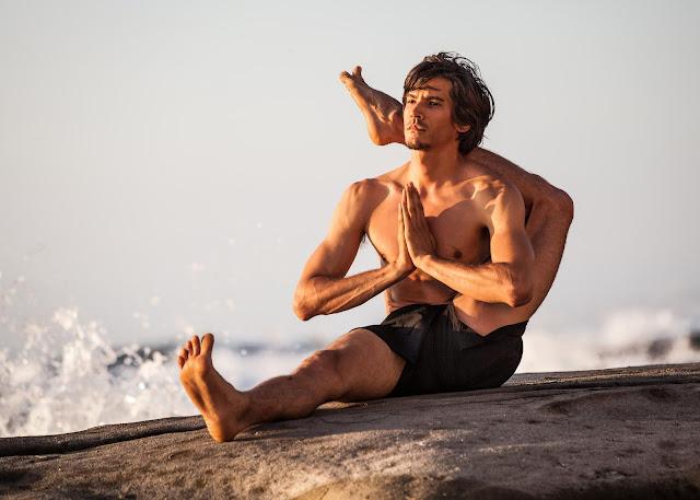 Mỗi ngày một tư thế Yoga || 43 Tư thế chân sau đầu