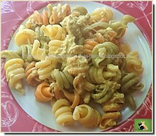 Vie quotidienne de FLaure : Pâtes colorées, sauce parfumée à la moutarde et au curry