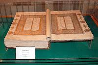 Mevlana Müzesindeki Mevlana Hazretlerinin Arapça yazılı Mesnevi kitabı