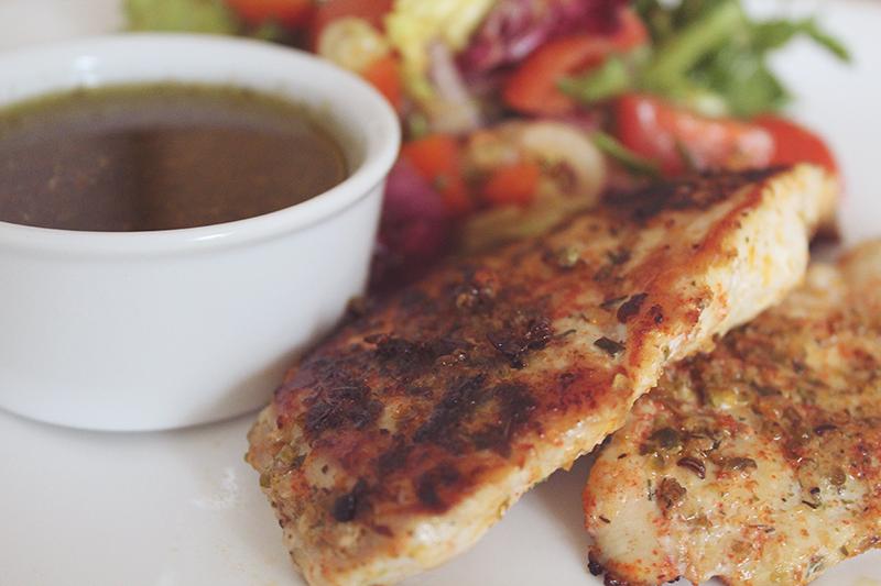 grillowany kurczak, fit, przepis dietetyczny, obiad, sos winegret