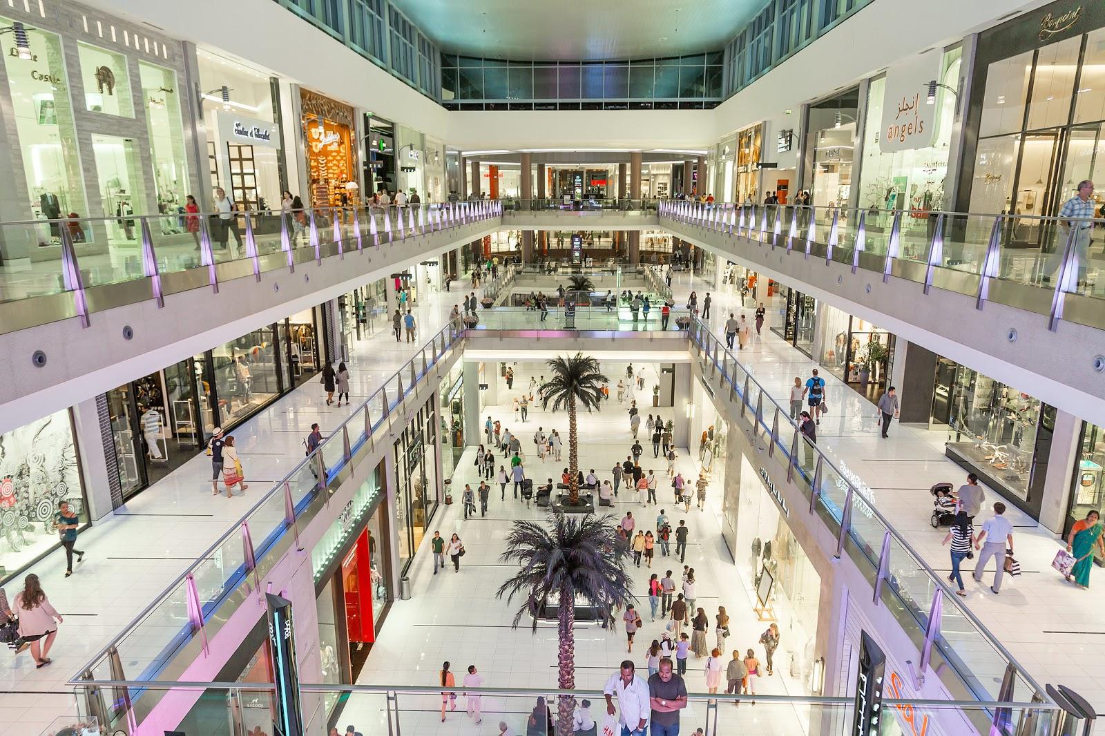 Risultati immagini per Negozi e centri commerciali aperti