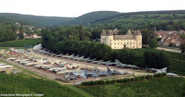 87-летний коллекционер собрал 110 истребителей в своём замке во Франции