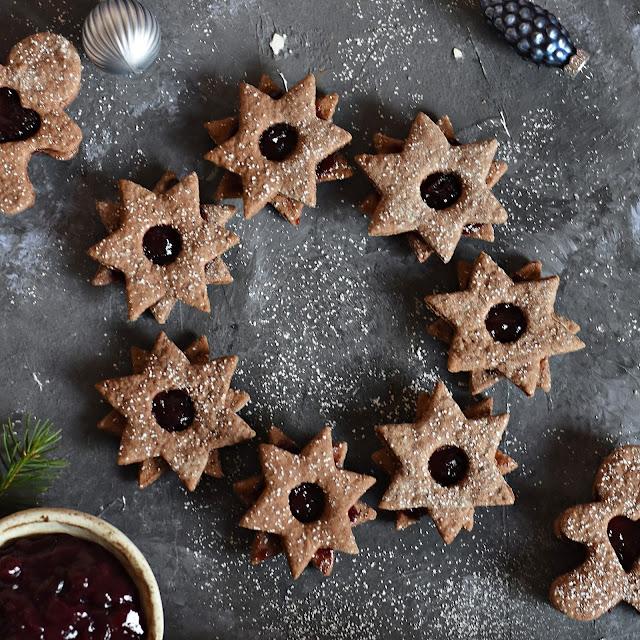 Przekładane korzenne ciasteczka kakaowe