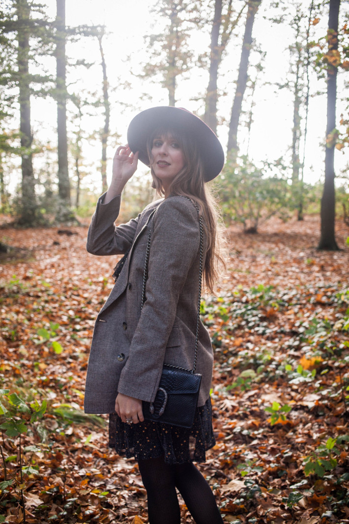 Outfit: fall walk in star print dress, checkered blazer and wide brim hat