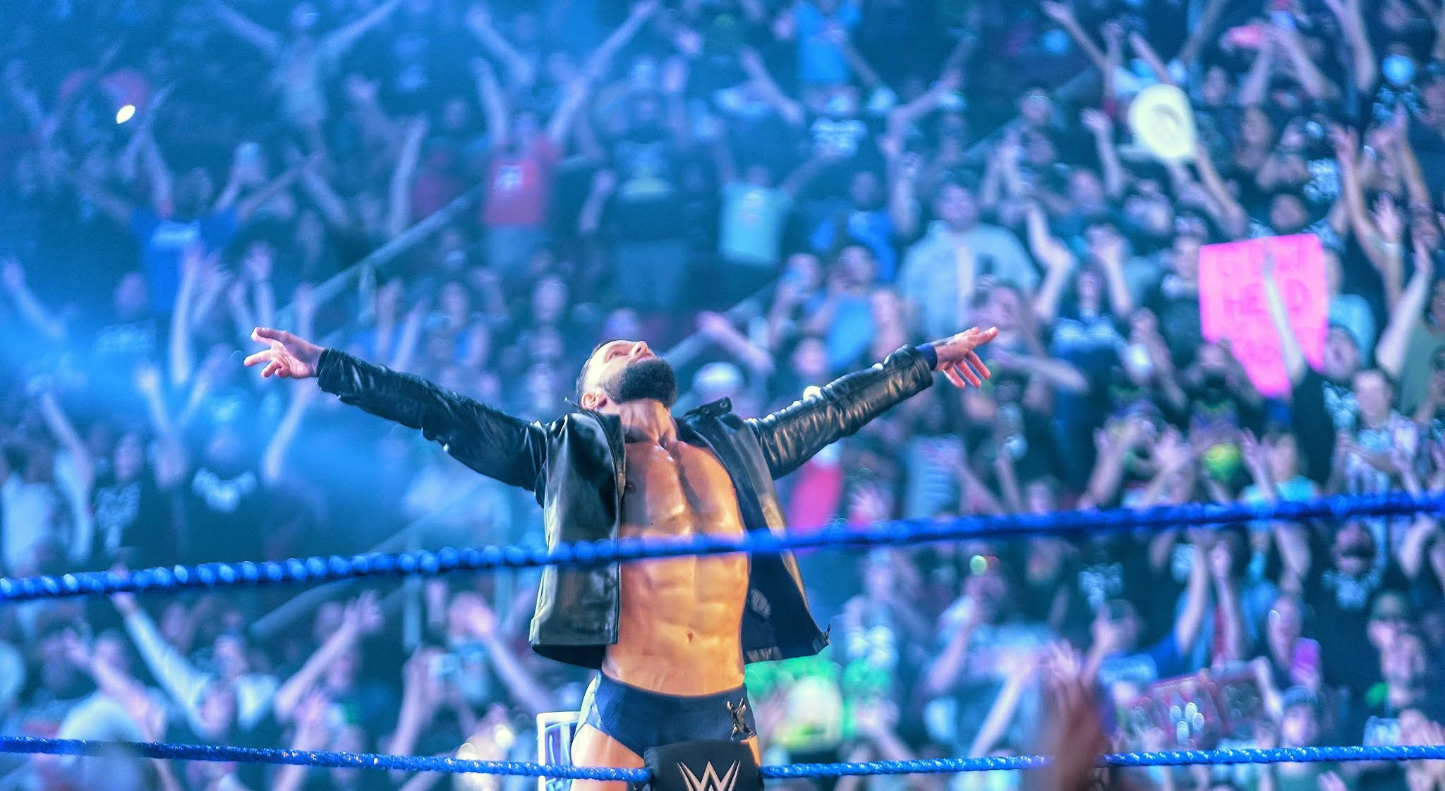 Finn Bálor destrói Sami Zayn em seu retorno ao Friday Night SmackDown
