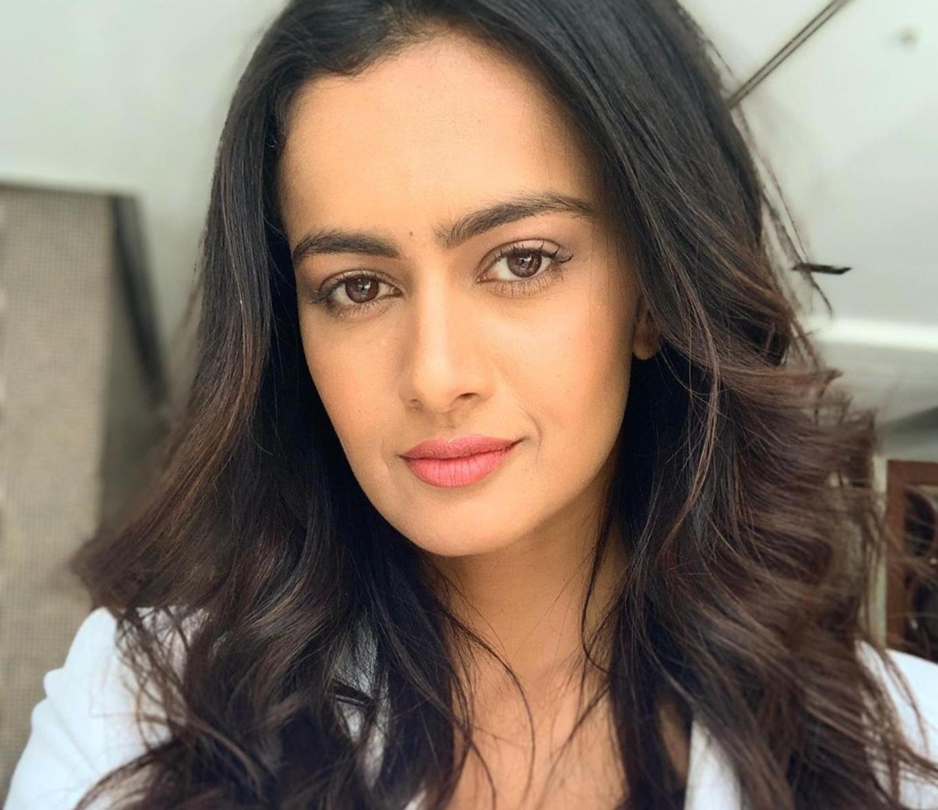 Shubra Aiyappa Cute Face HD Wallpaper