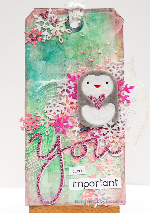 Layers of ink - Pink Penguin Tag Tutorial by Anna-Karin Evaldsson.