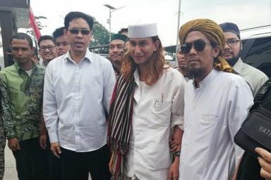 Didampingi Oleh Ustadz Munarman Dan Lainnya, Habib Bahar Penuhi Panggilan Polda Jabar