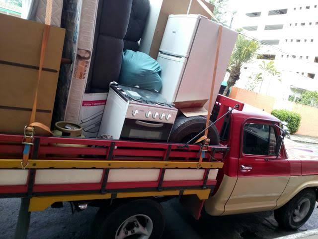 Mulher espera o marido ir trabalhar e foge levando tudo de dentro de residência
