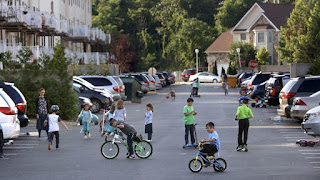 The Orthodox Jewish community of Lakewood, N.J., has grown dramatically since 1990. (Carolyn Cole / Los Angeles Times)