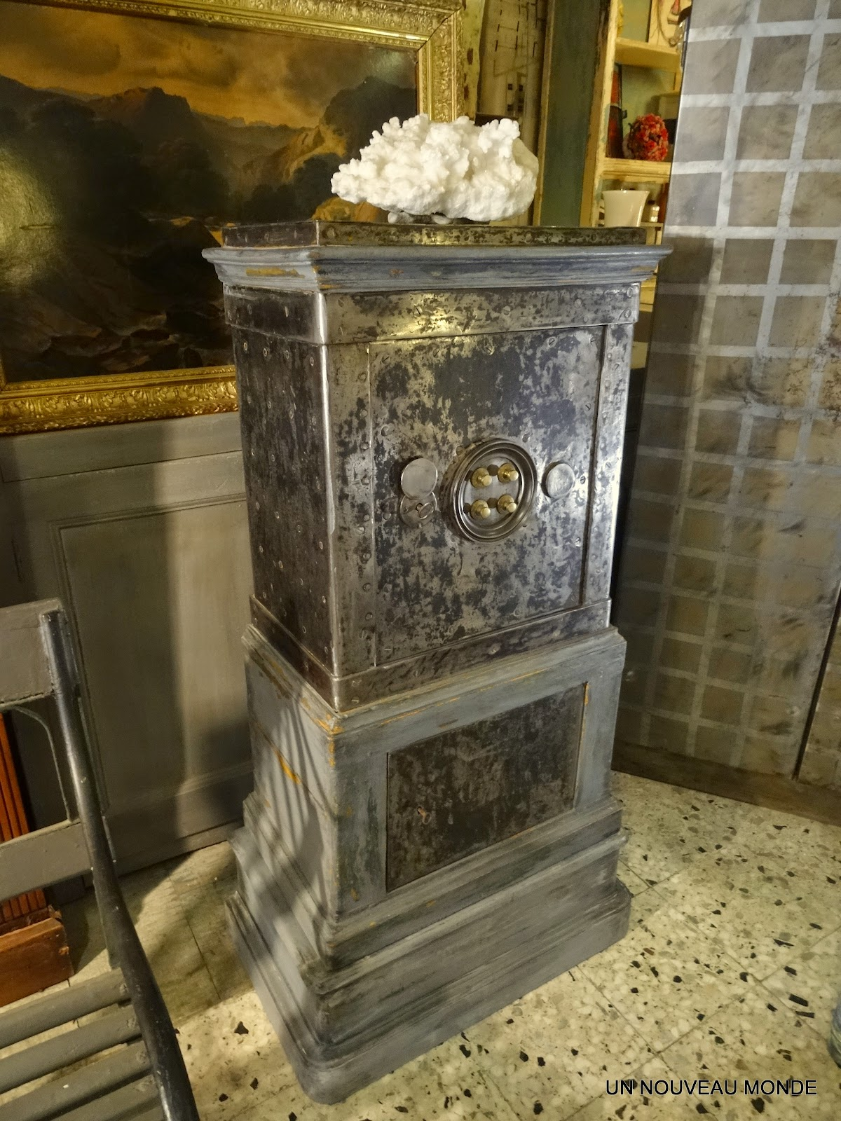 l 39 atelier de philippe coffre fort napol on iii acier et bois peint patin. Black Bedroom Furniture Sets. Home Design Ideas