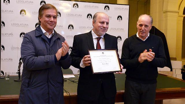 El periodista Osvaldo Pepe fue distinguido por su amplia trayectoria en los medios gráficos