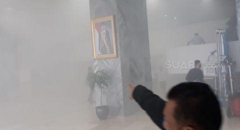 Awalnya Kepulan Asap, Lift di Gedung DPR Dilalap Api