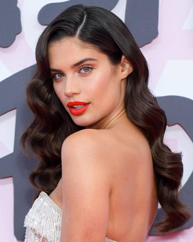 Sara Sampaio artis cantik dan manis seksi hot