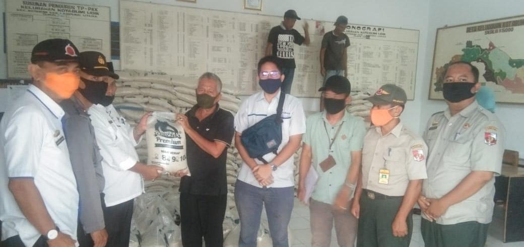907 KK  di Kotabumi Udik Dapatkan Bantuan Beras Dari Pemkab