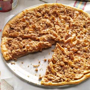 Apple Crisp Pizza #recipes #pizza #pizzarecipe #food #foodporn #healthy #yummy #instafood #foodie #delicious #dinner #breakfast #dessert #lunch #vegan #cake #eatclean #homemade #diet #healthyfood #cleaneating #foodstagram