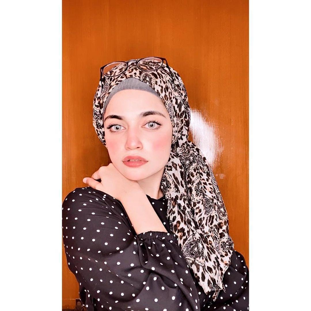 Stylish Hijabi Girl DP