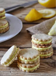 Ricas galletas rellenas de crema de mantequilla, un rico abre bocado que les encantaran a cualquiera