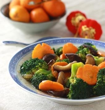 Chinese broccoli with mushroom stir fry recipe by SeasonWithSpice.com