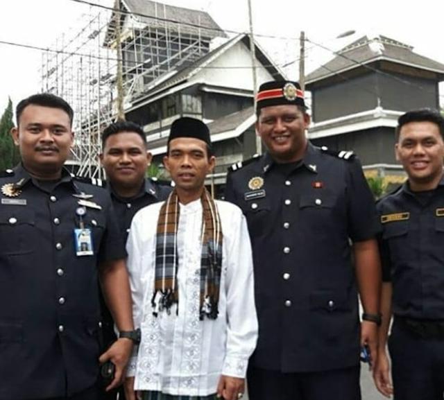 Saat Ustaz Somad Masuk Penjara dan Sang Pengusir yang Duduk di Lantai