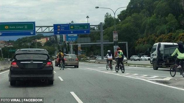 'Allahuakbar! Mujur suami sempat tekan brek!' - Keluarga ini nyaris dirempuh kereta belakang gara-gara geng basikal