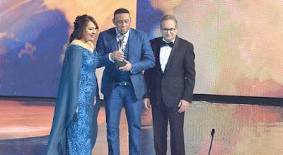 Anthony Santos corona sus 30 años de carrera musical al recibir el máximo galardón de los Premios Soberano 2019