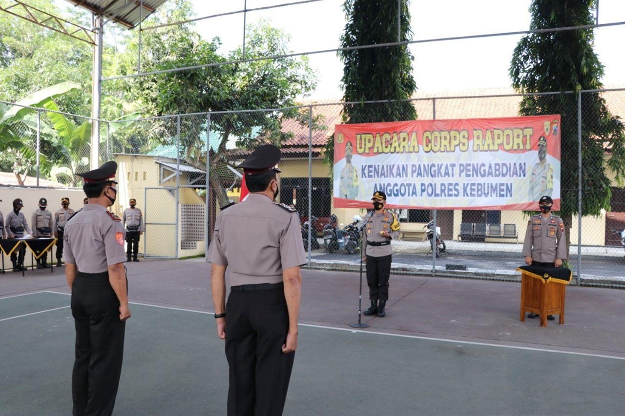 Lima Personel Polres Kebumen Sandang Pangkat Penghargaan dari Kapolri