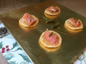 blinis-con-salmón-pepinillos