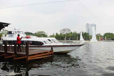 speed boat yang digunakan untuk transportasi dari Ancol ke Pulau Seribu