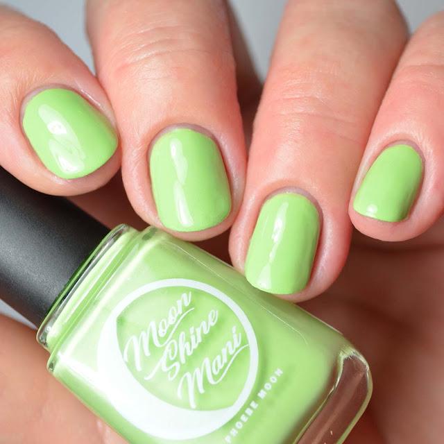 green nail polish swatch