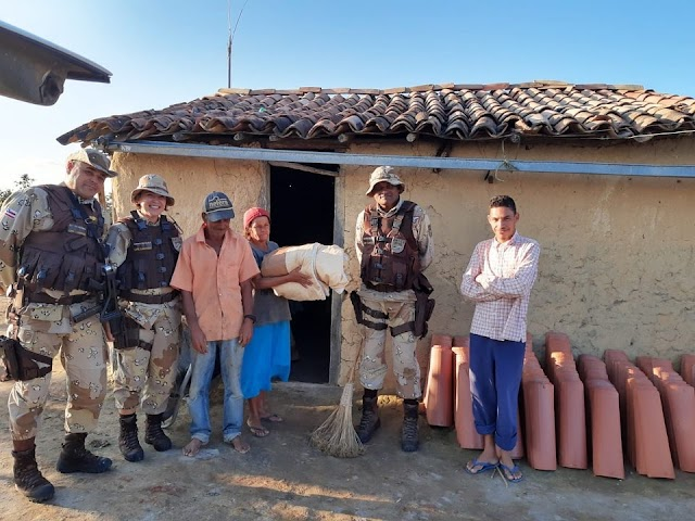 """Cipe Chapada doa agasalhos e roupas em Ruy Barbosa na """"Campanha do Agasalho"""""""