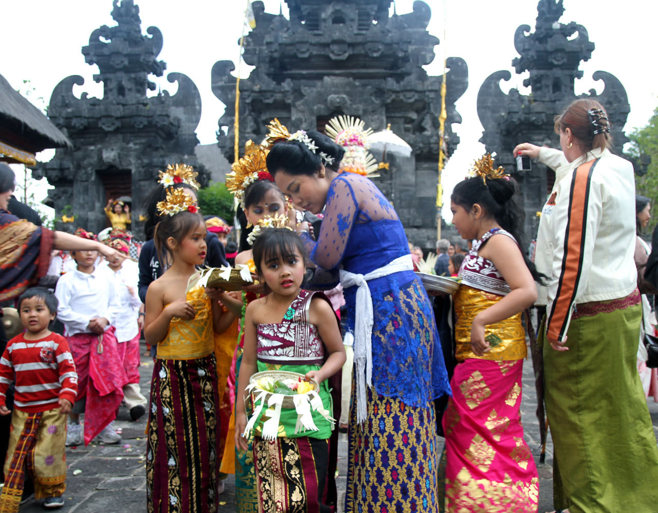 Hindunese Indonesians in Belgium Celebrate Saraswati Day