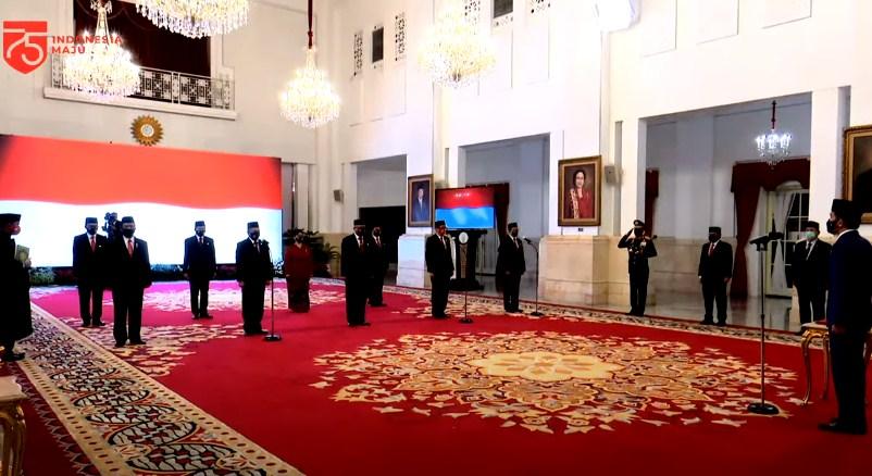 Jokowi Lantik Putra Sulut Irjen Purn Benny Mamoto Sebagai Anggota Kompolnas