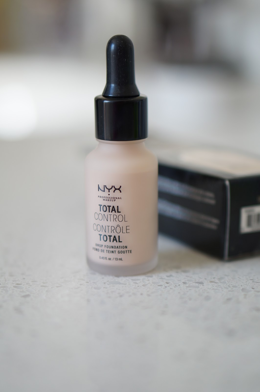 Popular North Carolina style blogger Rebecca Lately tries out the NYX Total Control Drop Foundation. Click here to read her Foundation Friday post!
