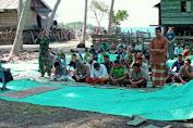 Shalat Berjamaah, Menjadi Perekat Silahturahmi Satgas TMMD Dengan Warga Tola