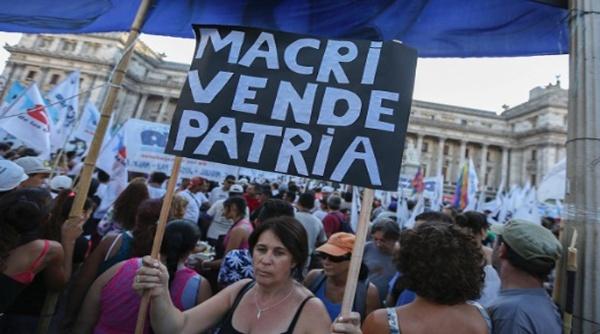 Docentes argentinos rechazan operativo impuesto por el Gobierno